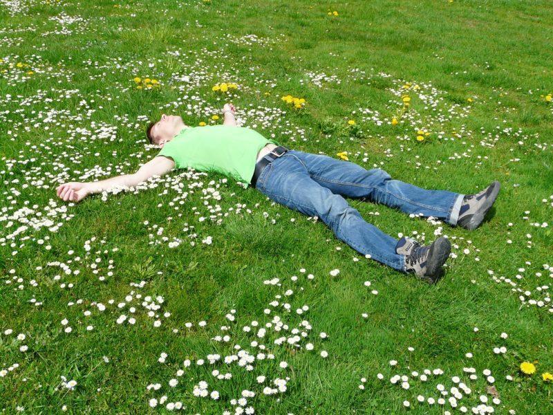 Отдыхающий мужчина